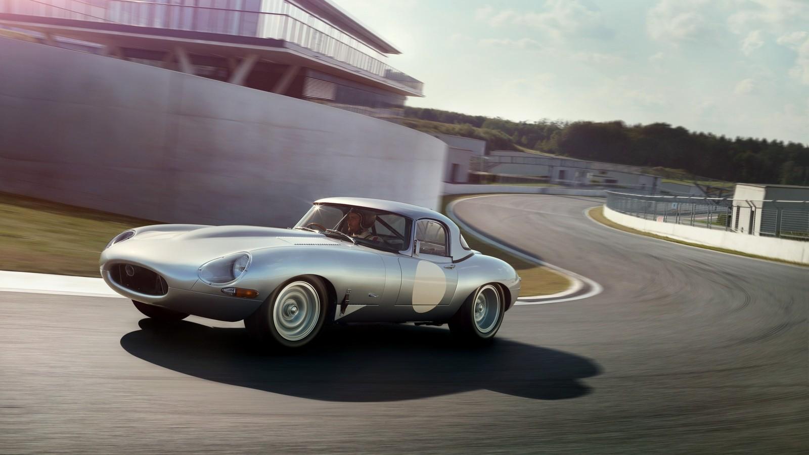 На фото: Jaguar E-Type Lightweight Roadster (Series I) '1963