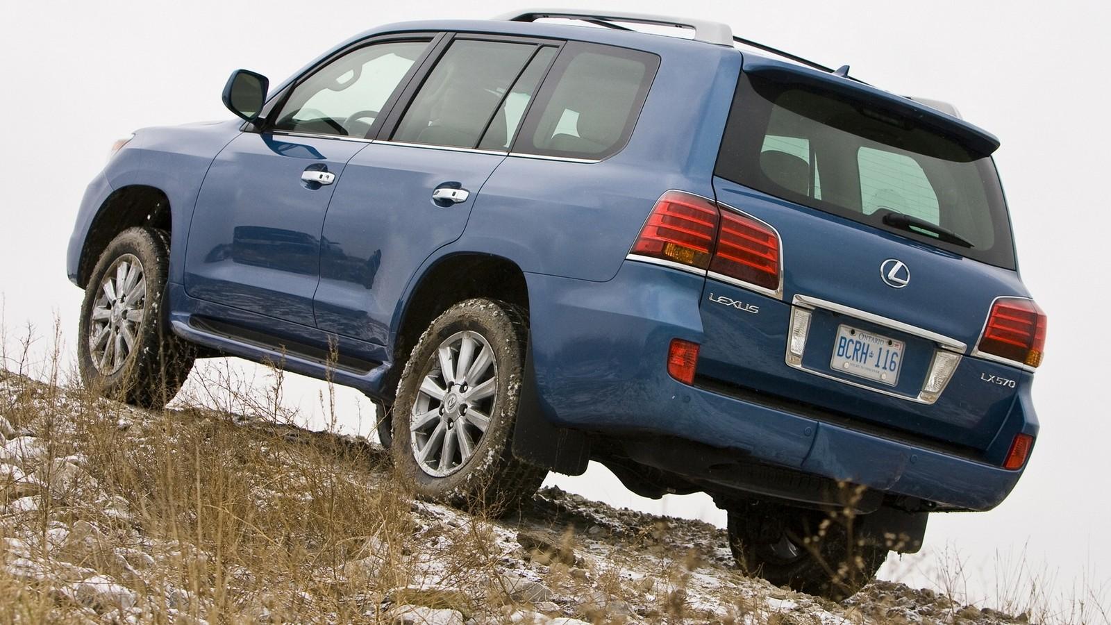 На фото: Lexus LX 570 2009