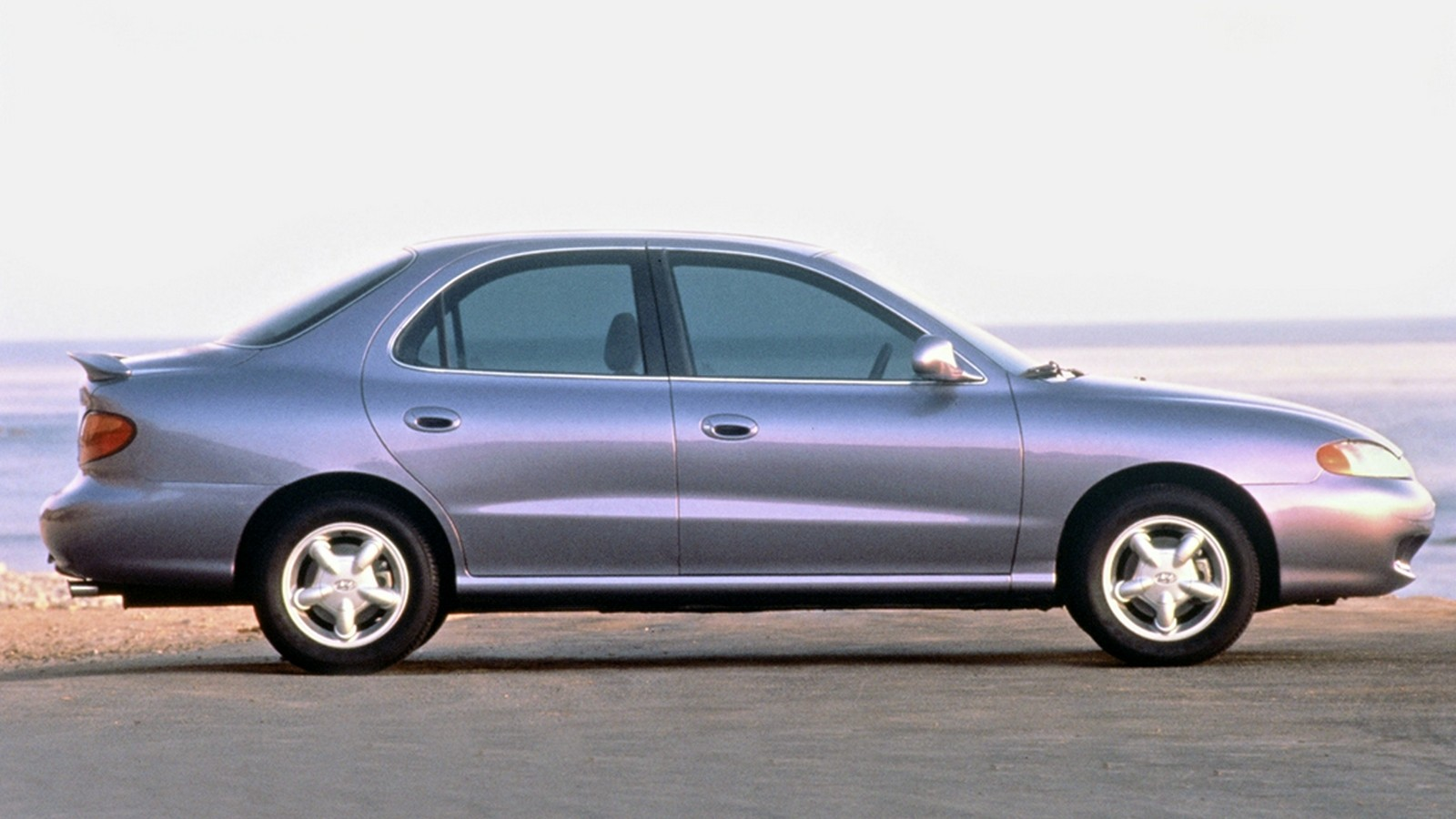 На фото: Hyundai Elantra (J2) '1995–2000