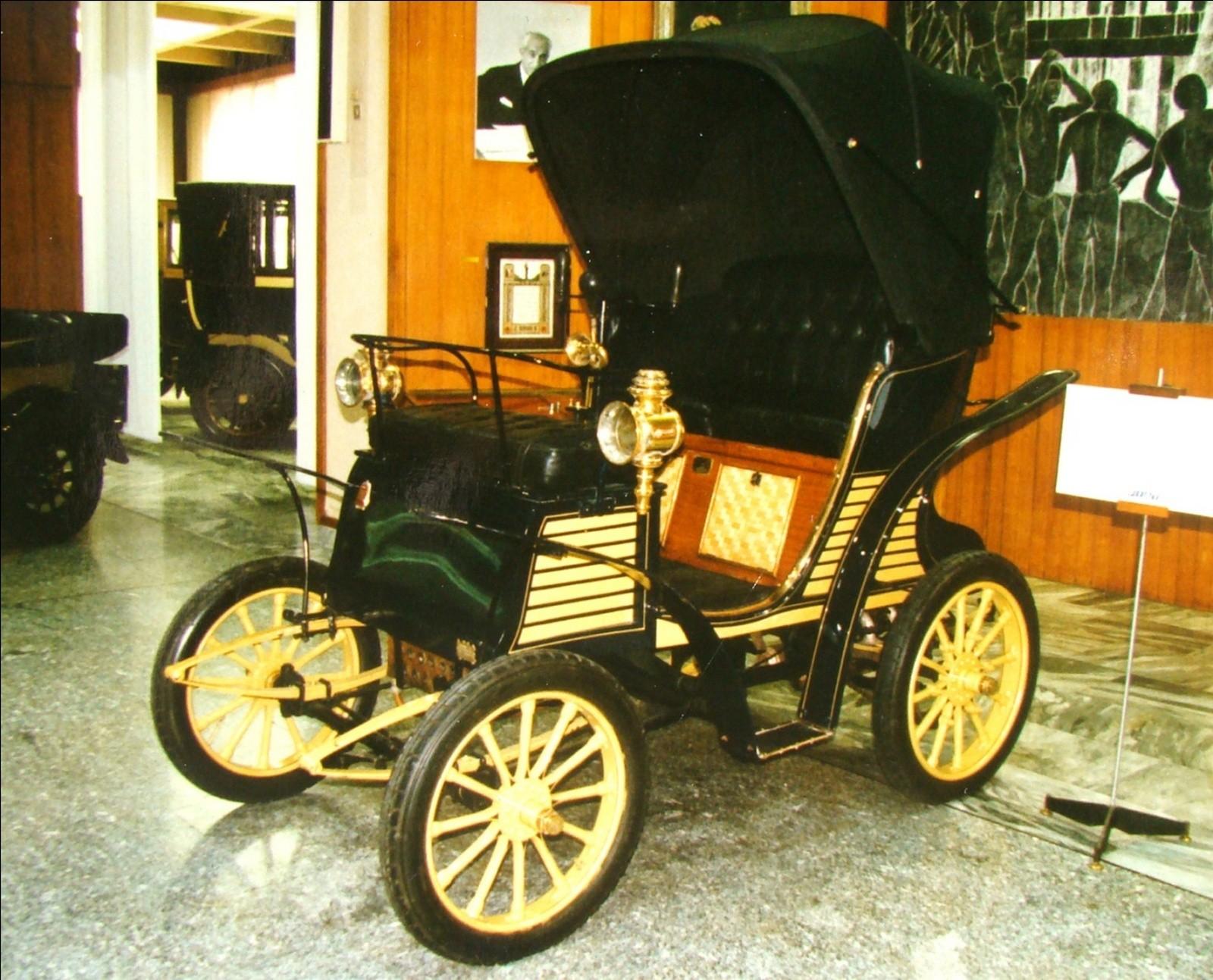 Первый автомобиль будущего концерна FIAT. 1899 год (фото автора)