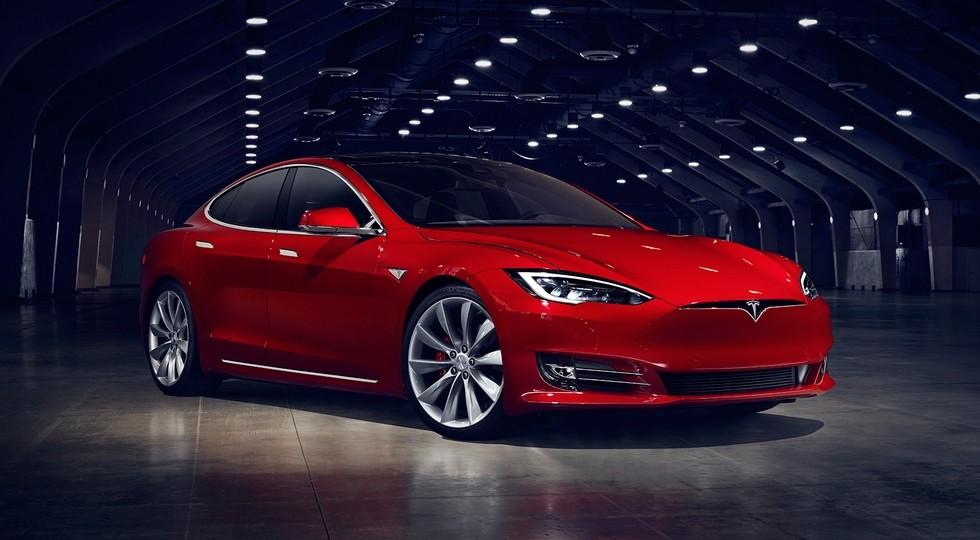 На фото: Tesla Model S