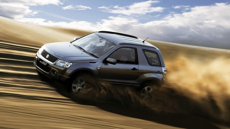 На фото: Suzuki Grand Vitara 3-door