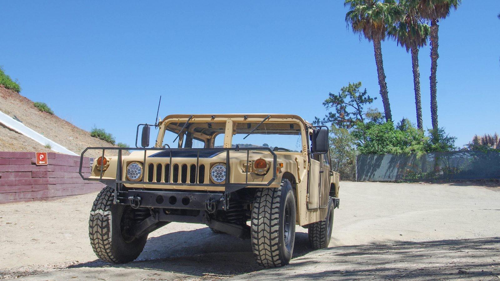 Hummer AM General HMMWV M998 спереди (3)