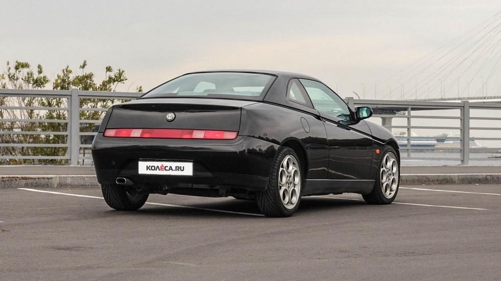 Alfa Romeo GTV сзади (2)