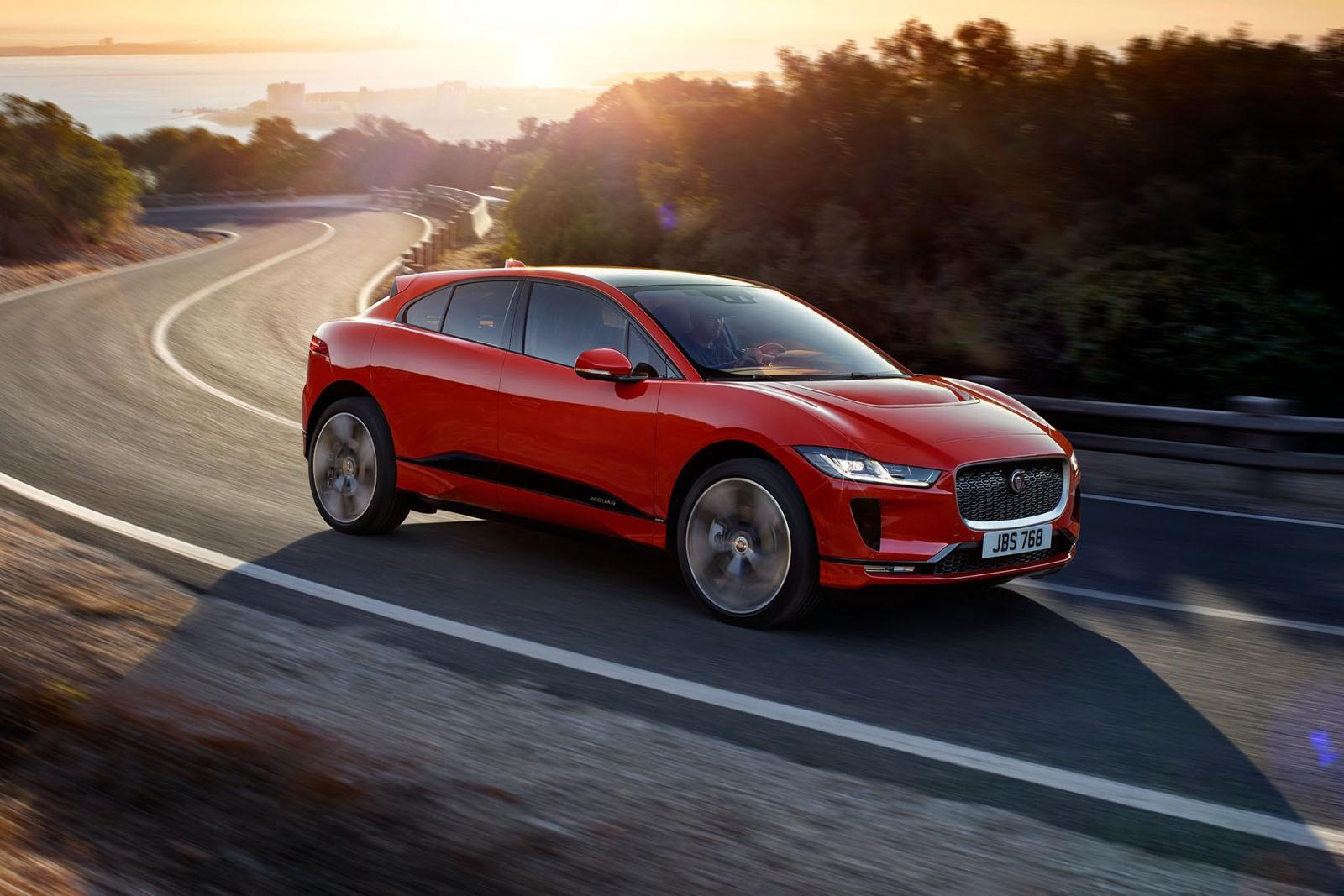 Выгодная «зелень»: Jaguar снизил российские цены на электрический кроссовер I-Pace