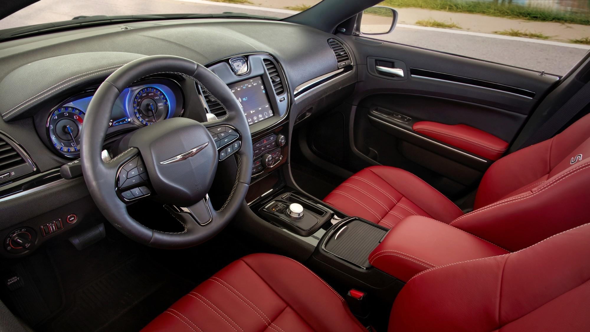 Не время умирать: «древний» Chrysler 300 задержится на конвейере
