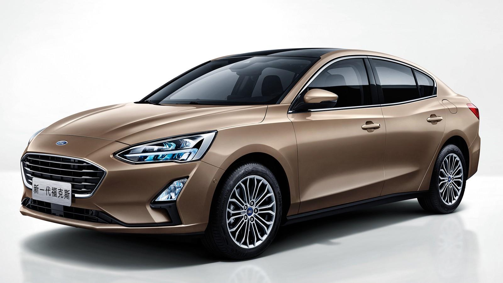 ford_focus_titanium_sedan_4