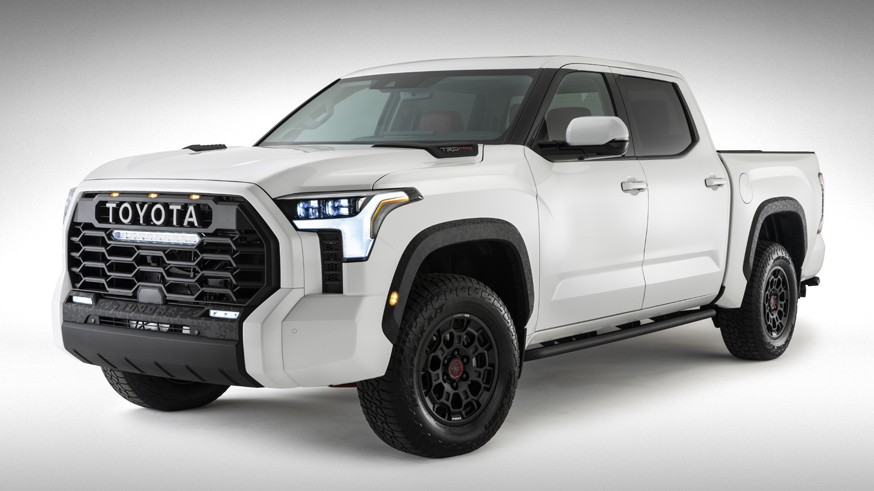 В преддверии премьеры Toyota частично показала интерьер следующей Tundra