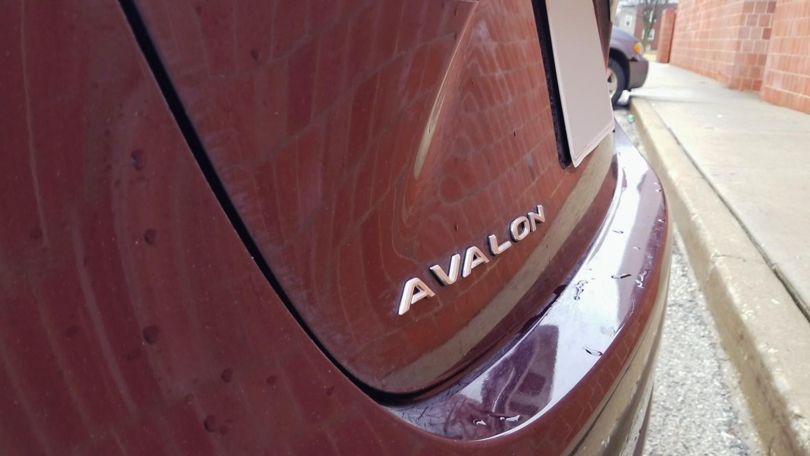 Toyota Avalon бордовая шильдик