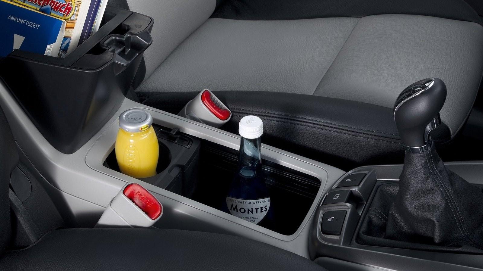 Chevrolet-Captiva-2012-1600-47