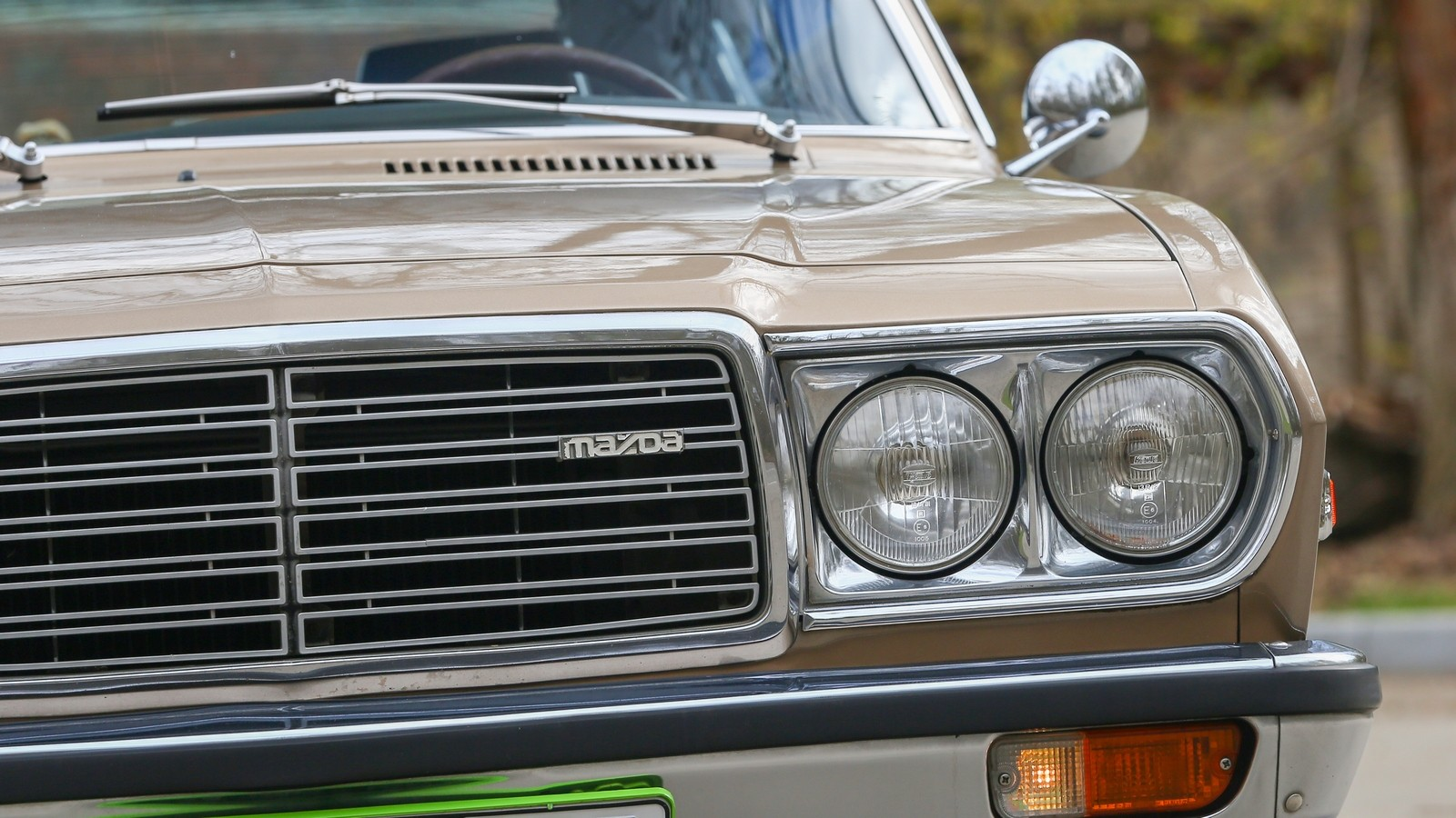 Mazda 929 коричневая фары