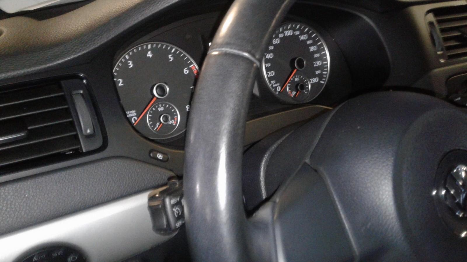 Volkswagen Jetta VI салон (2)