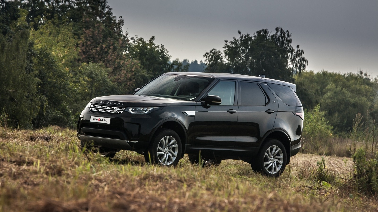 Land Rover Discovery чёрный три четверти