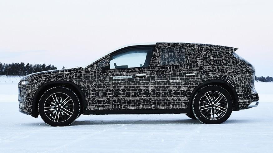 Заглушка вместо фирменных «ноздрей»: BMW представит кроссовер iNext через неделю