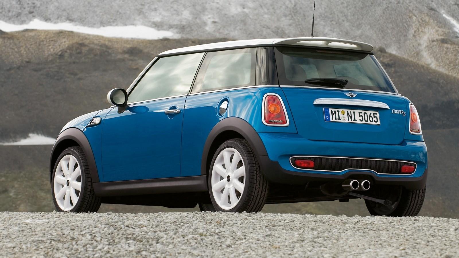 Mini Cooper S (R56) '2006–10 синий сзади