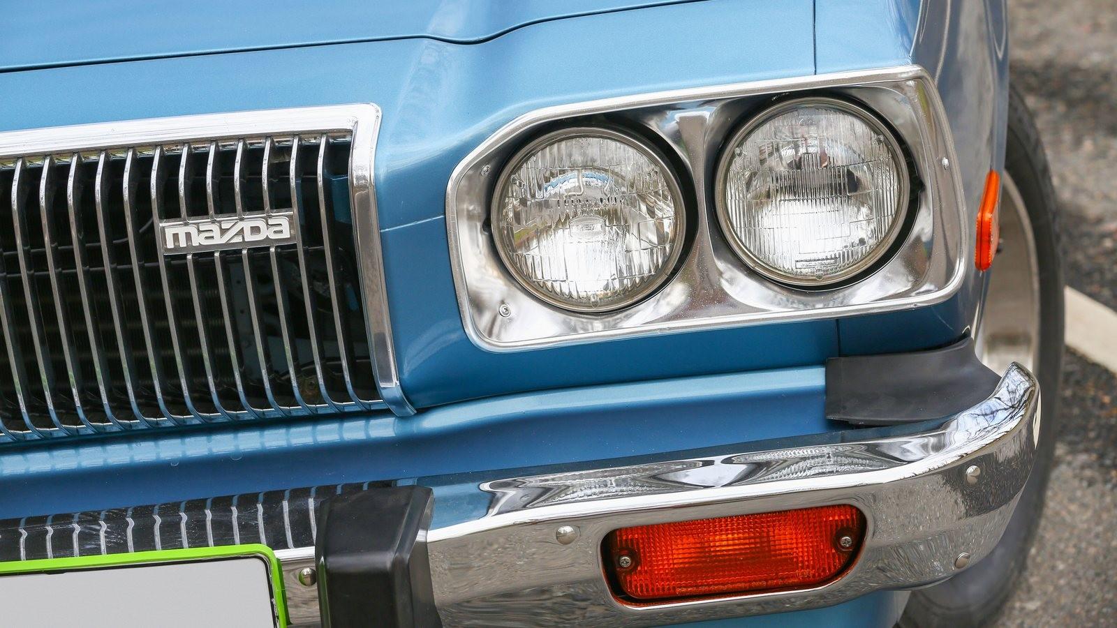 Mazda RX-5 голубая фара