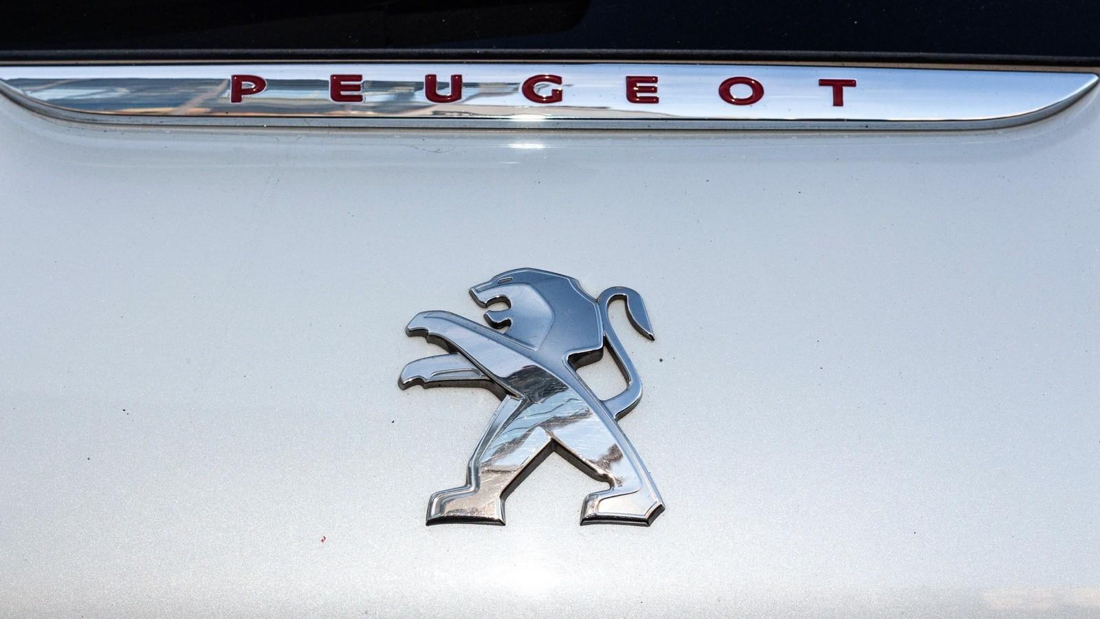 Peugeot 208 GTI эмблема (2)