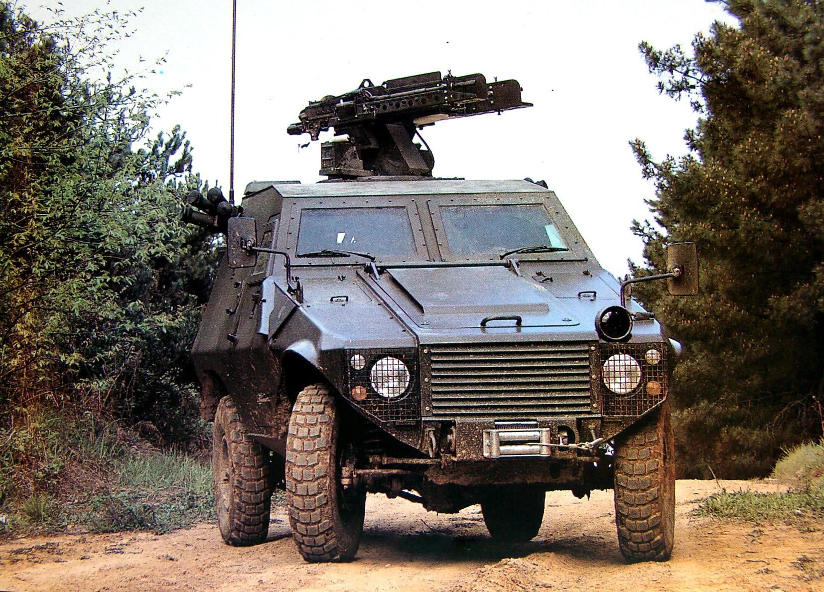 Машина Akrep с дистанционно управляемыми спаренными пулеметами