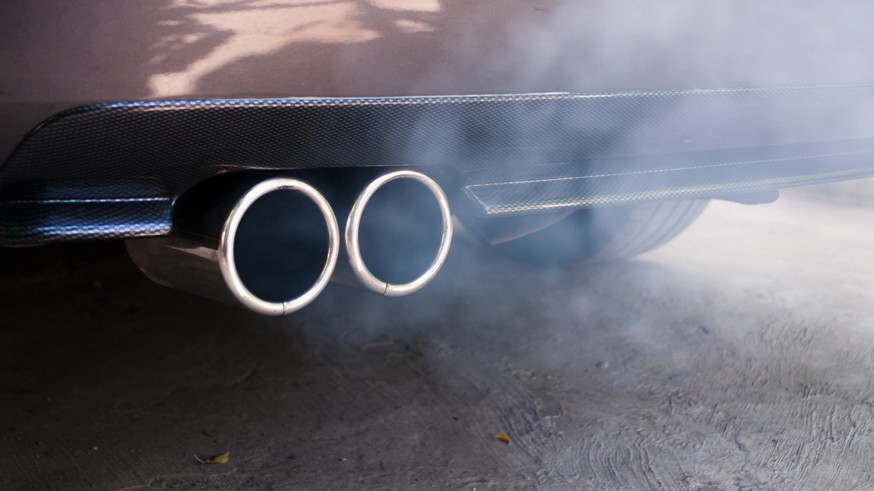Борьба с грязными выхлопами в РФ: налог на старые автомобили снова предложили повысить