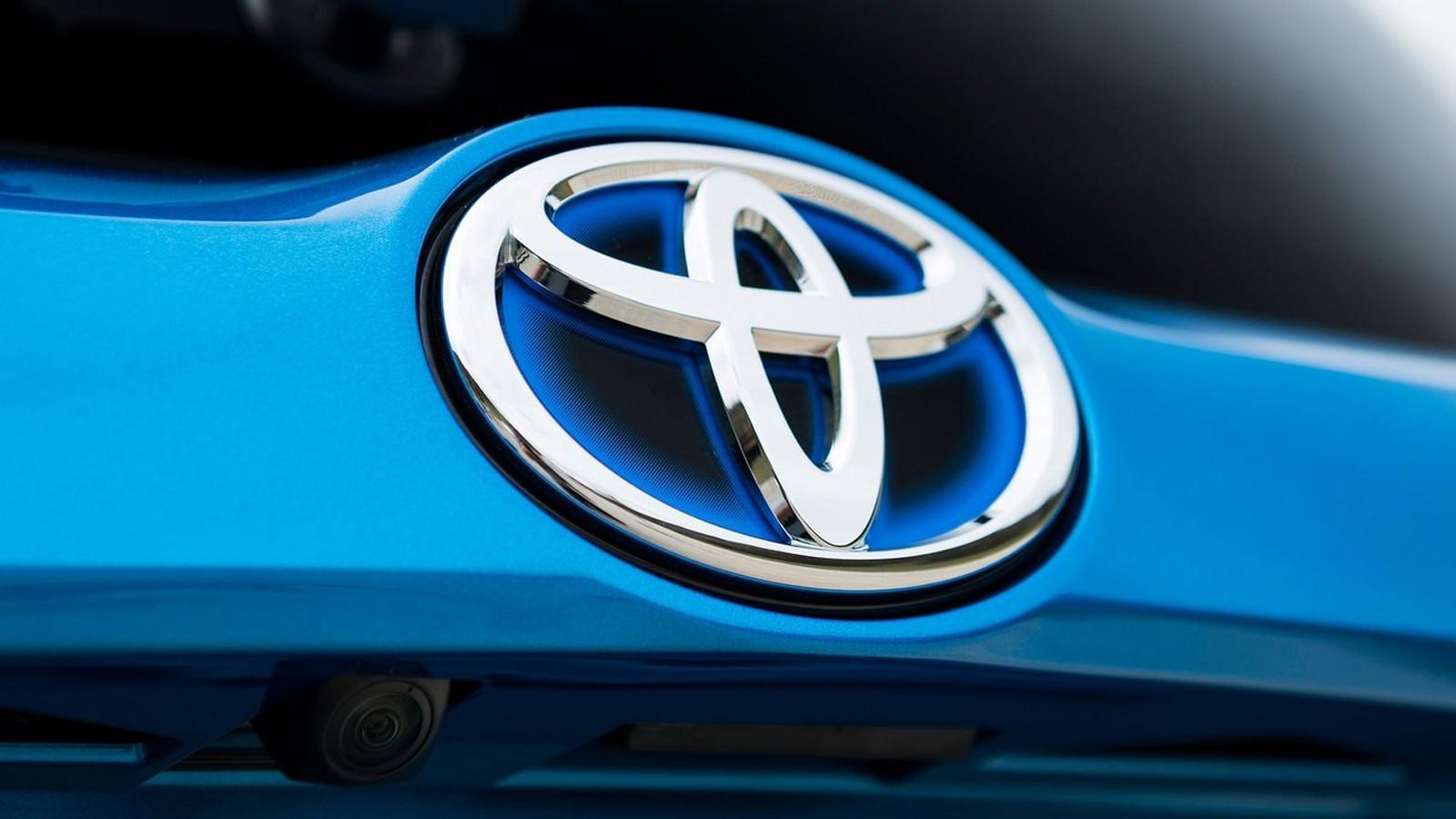Toyota-RAV4_Hybrid-2016-1600-33
