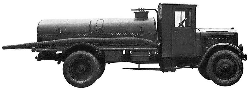 Штатный топливозаправщик бронетанковых частей РККА на базе Я-5