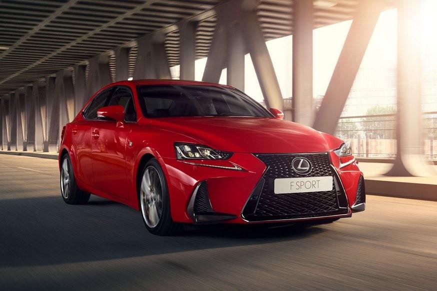 Lexus IS недолго продержался в РФ после камбэка: соперники расходятся бодрее (даже кореец)
