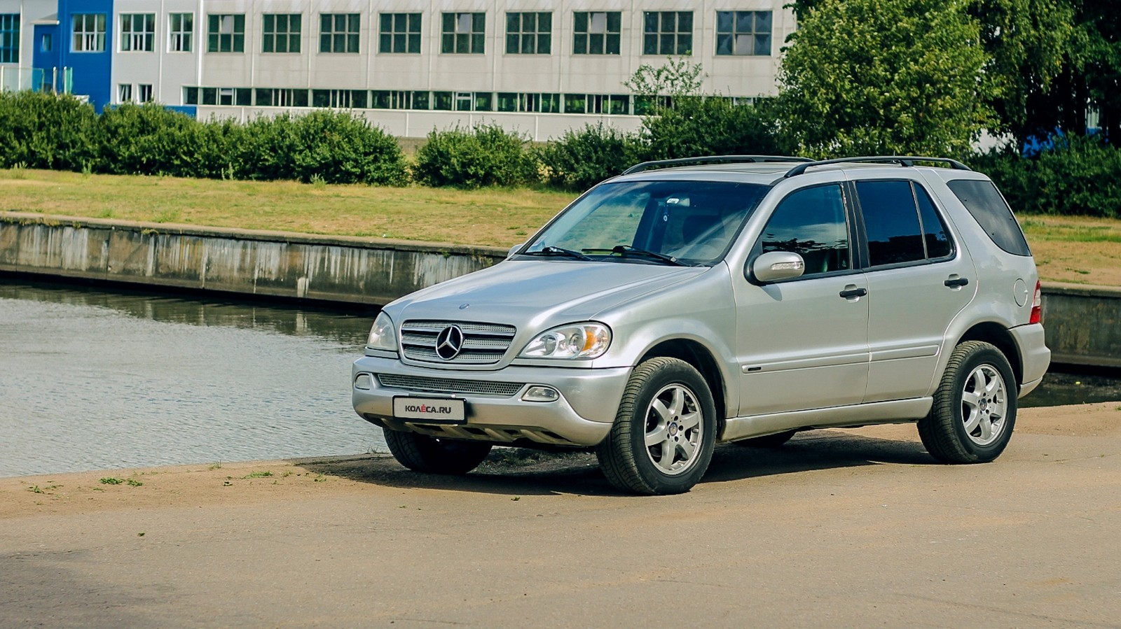 Mercedes-Benz ML W163 три четверти (2)