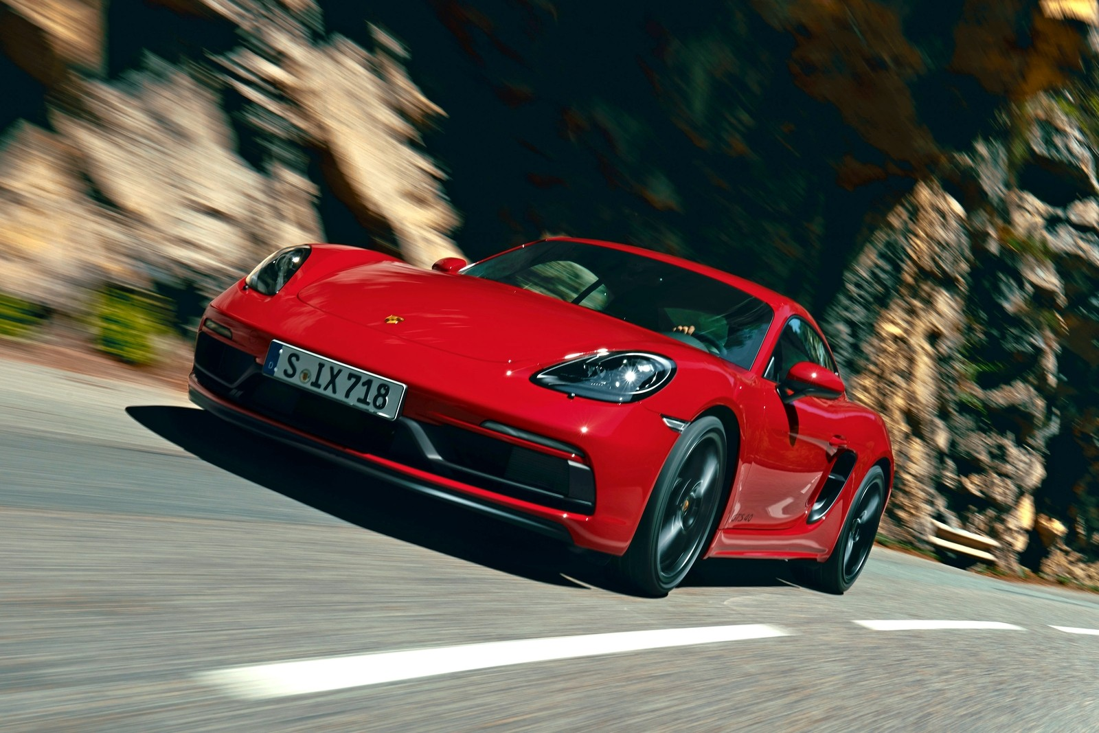 Дауншифтинг: Porsche удешевила модель 718 c «атмосферником» и МКП