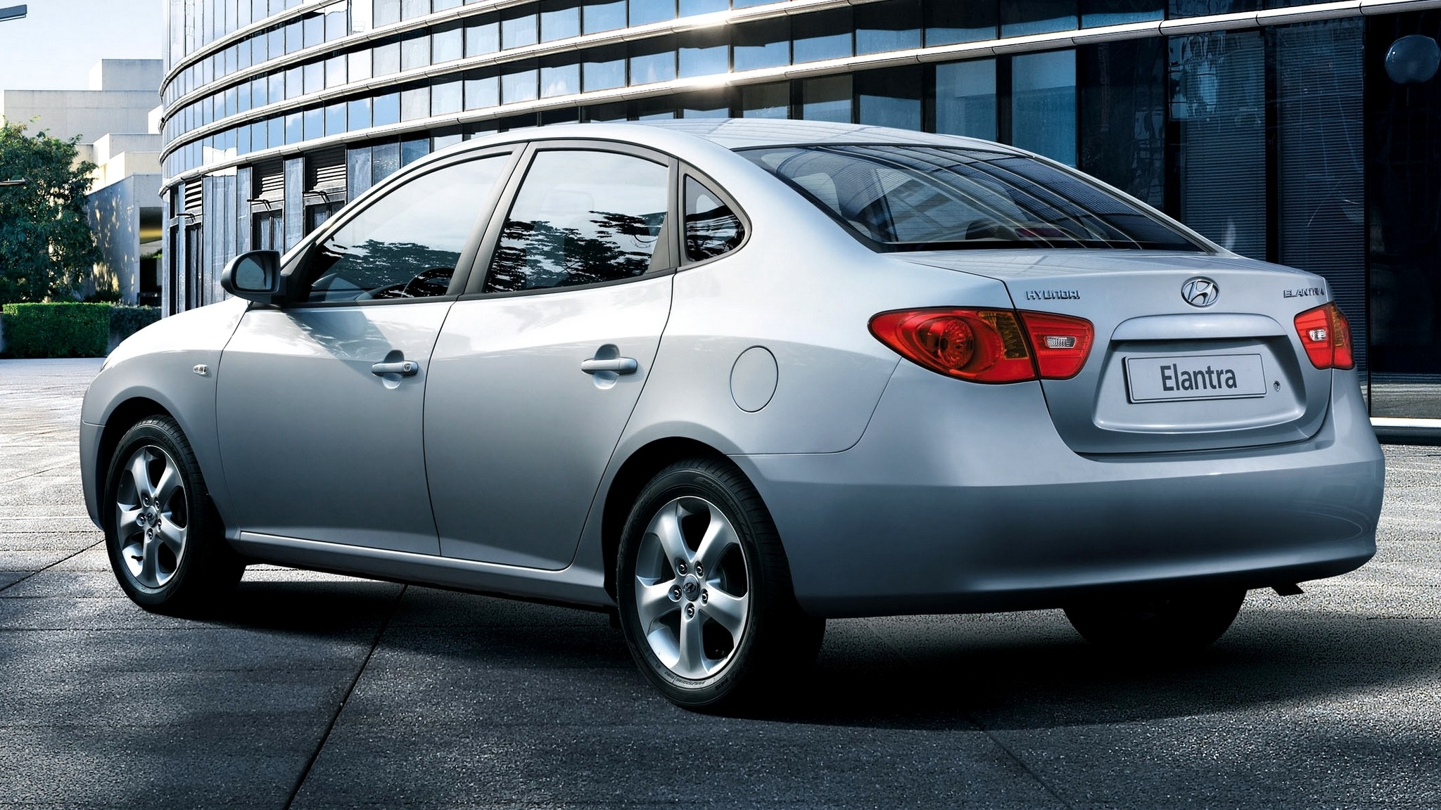 Мистические вспышки: Hyundai отзывает в РФ более 47 тысяч старых седанов Elantra