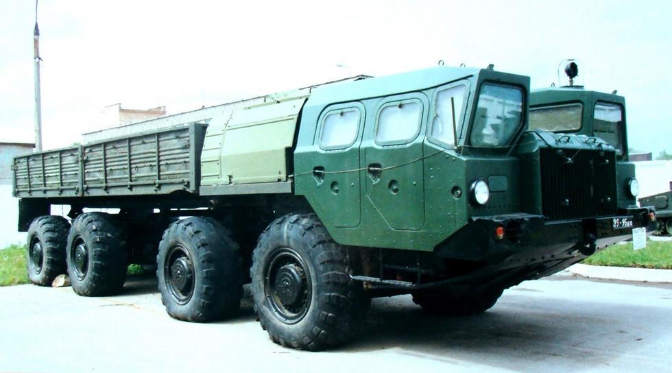 Автомобиль-тягач МАЗ-7313 двойного назначения в Советской армии (фото автора)