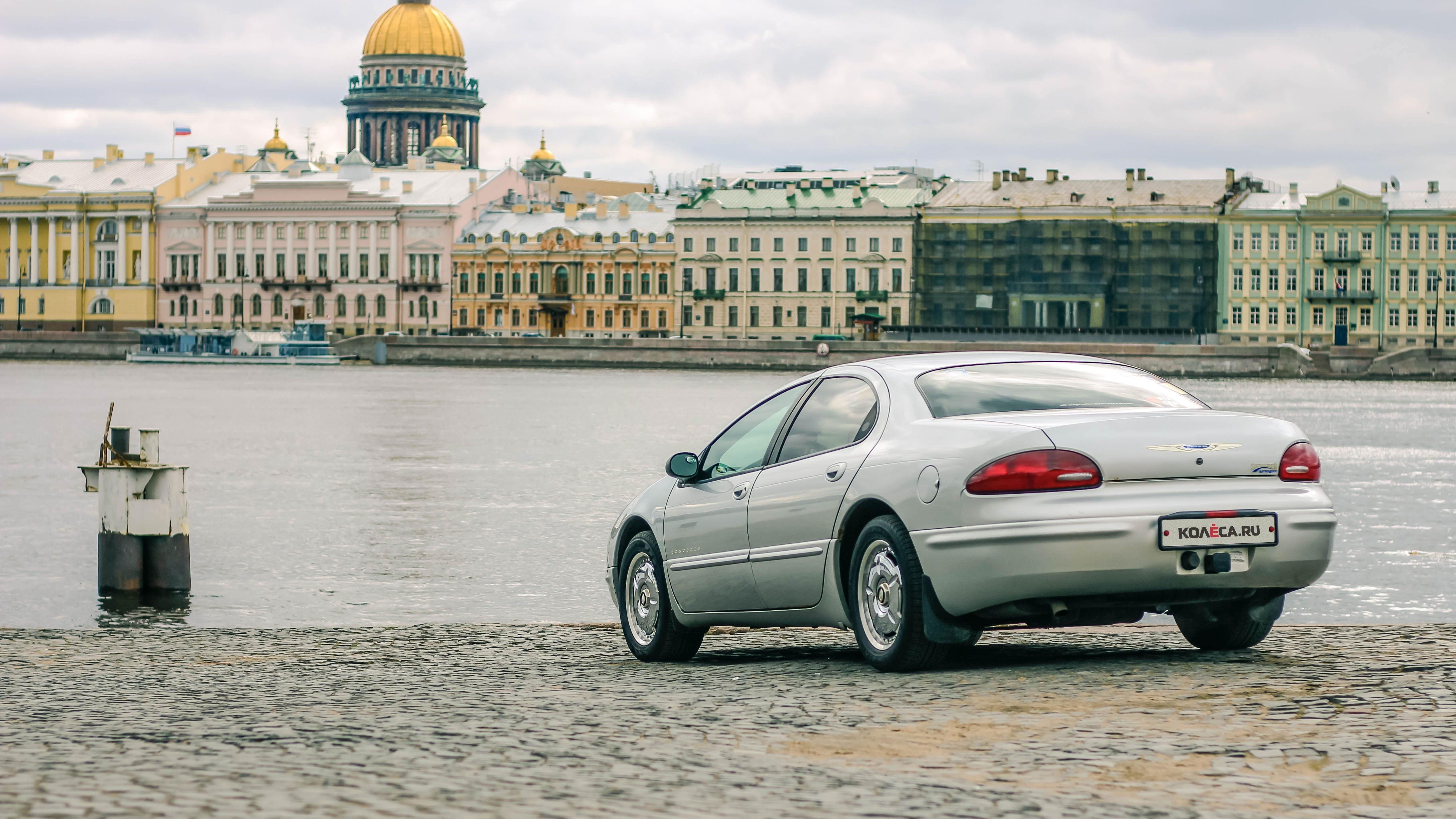 Chrysler Concorde сзади