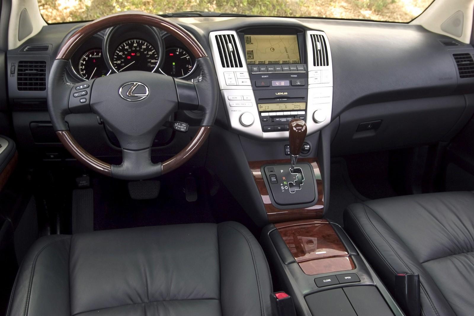 На фото: Торпедо Lexus RX 330 '2003–06