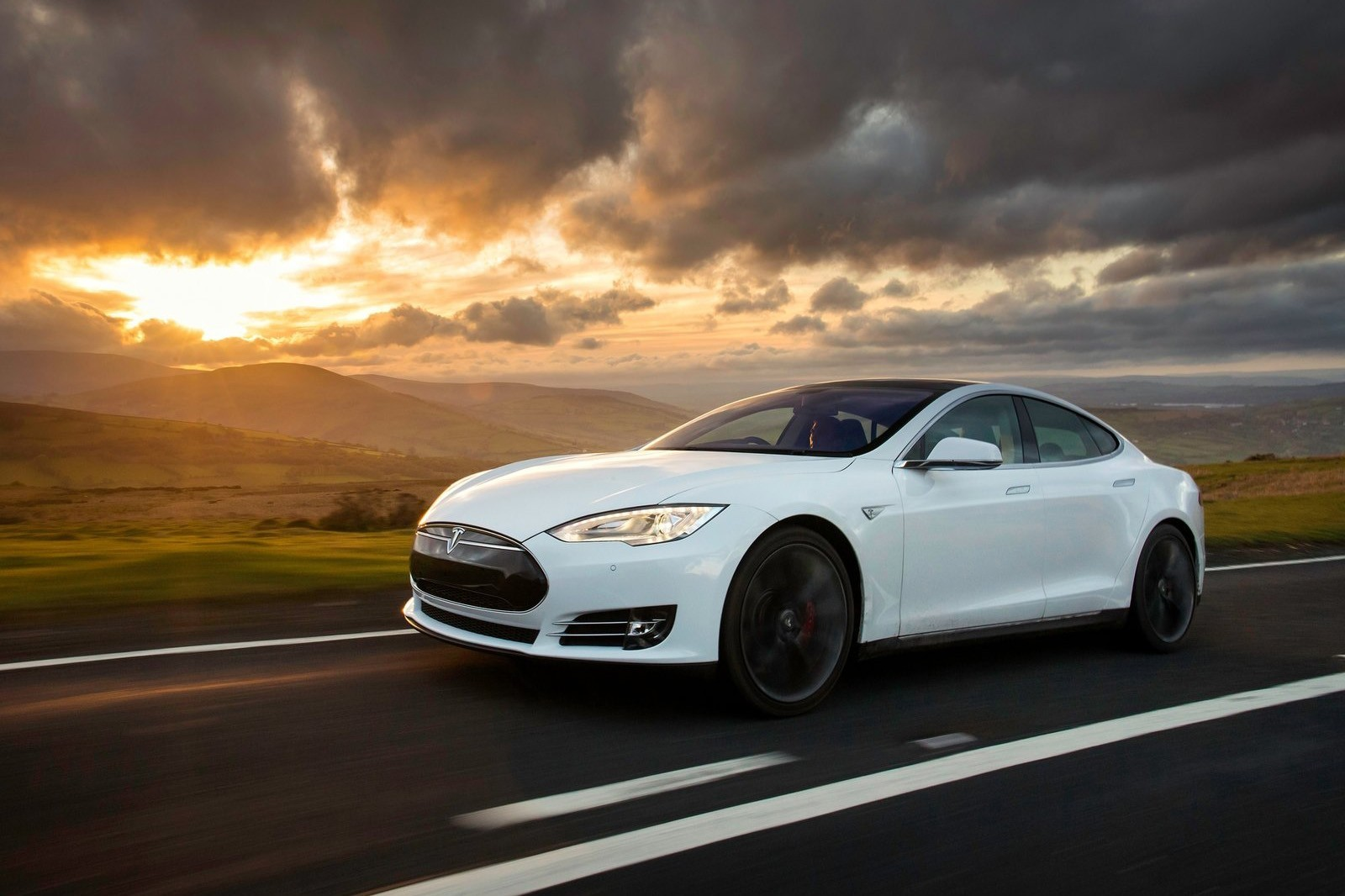 Tesla-Model_S_UK-Version-2013-1600-17
