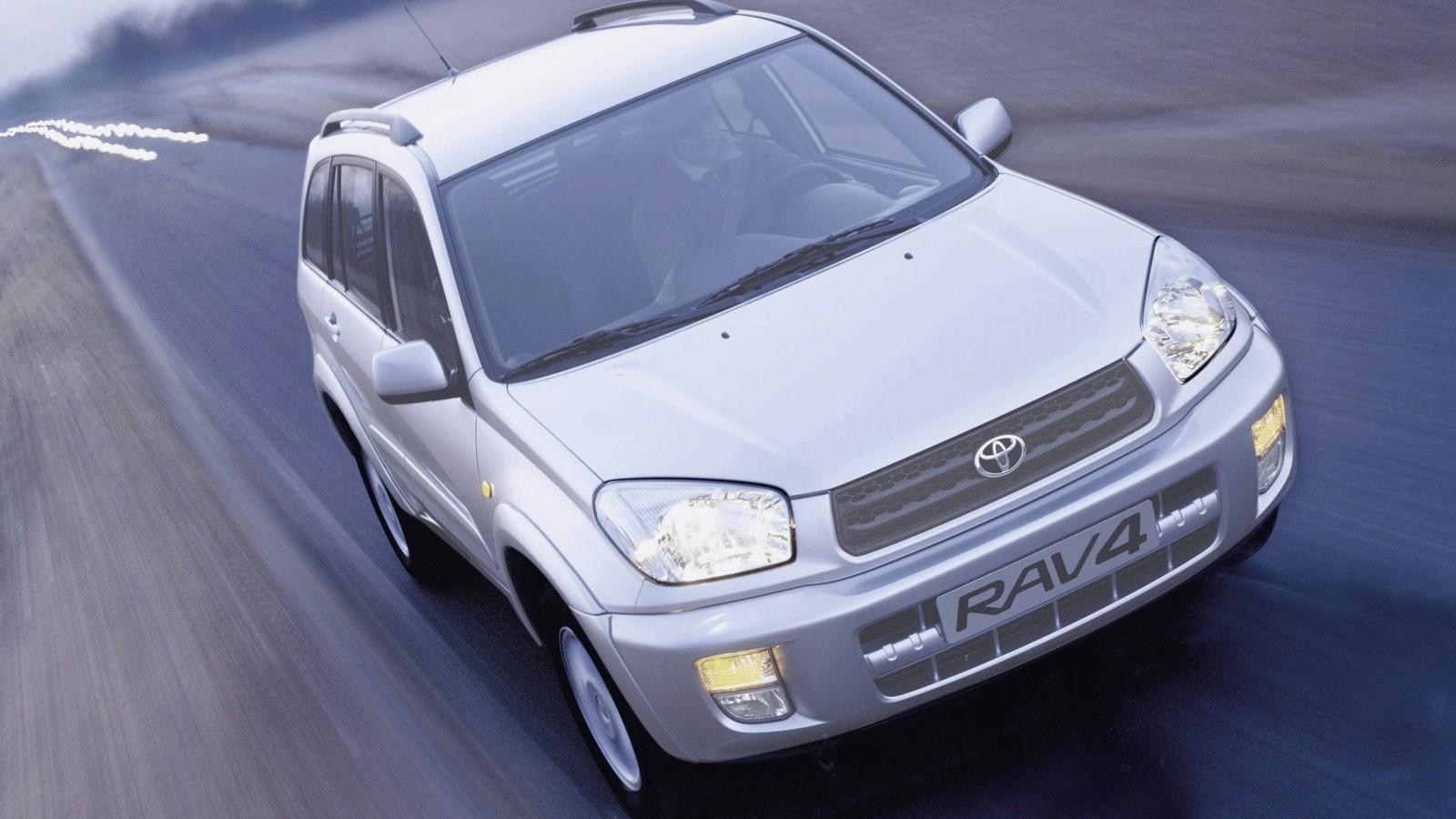 На фото: Toyota RAV4 5-door '2000–03
