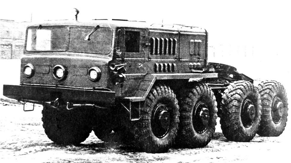 Седельный тягач МАЗ-535В с трехфарной кабиной. 1959 год (из архива А. Новикова)