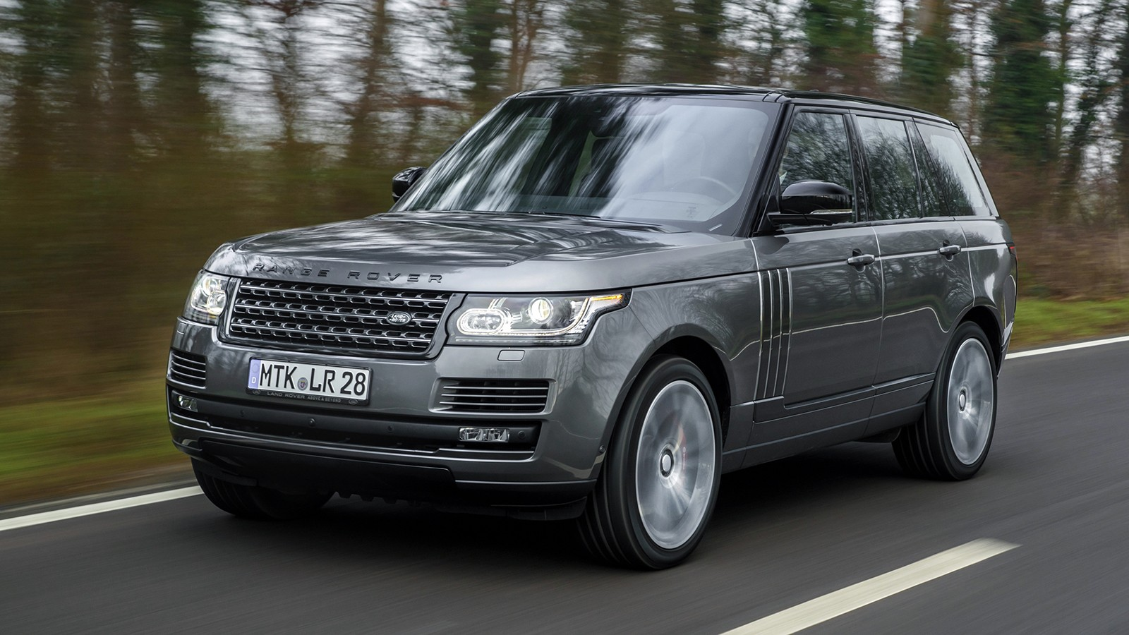 На фото: Range Rover. Цена в РФ - от 6 352 000 рублей
