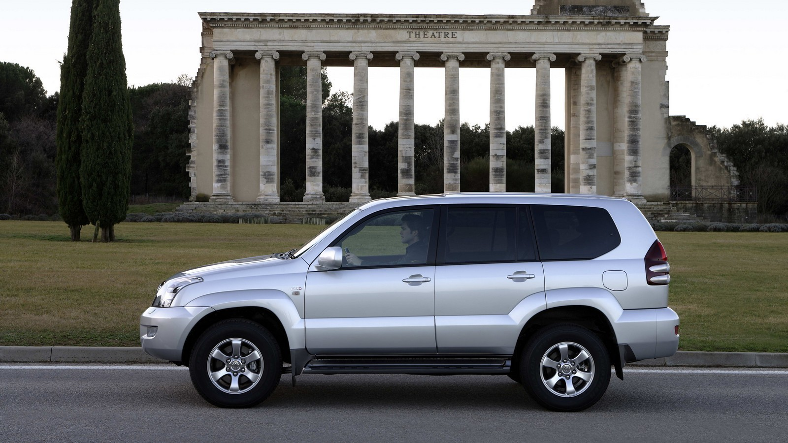 На фото: Toyota Land Cruiser Prado 5-door (J120W) '2007–09