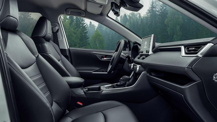Пятый Toyota RAV4 для РФ: новые моторы, два типа полного привода. На конвейере – осенью