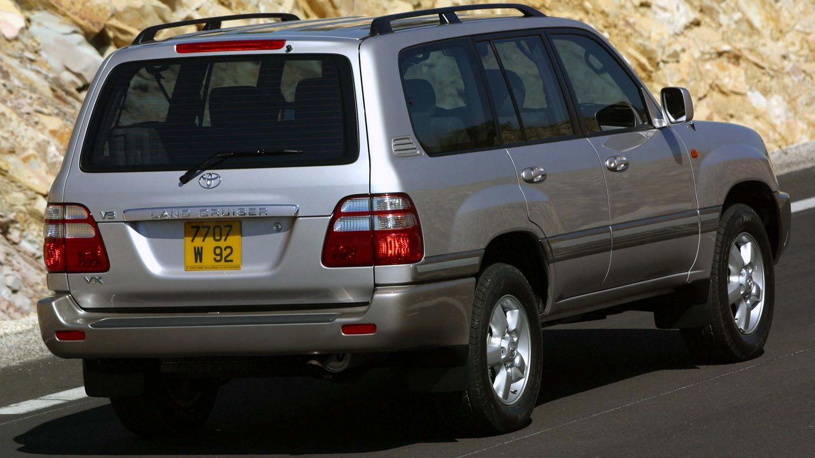 На фото: Toyota Land Cruiser 100 '2002–05