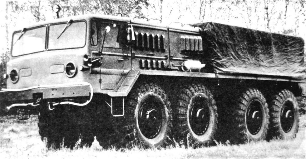 Поздний двухфарный вариант автомобиля МАЗ-535А (из архива J. Vollert)