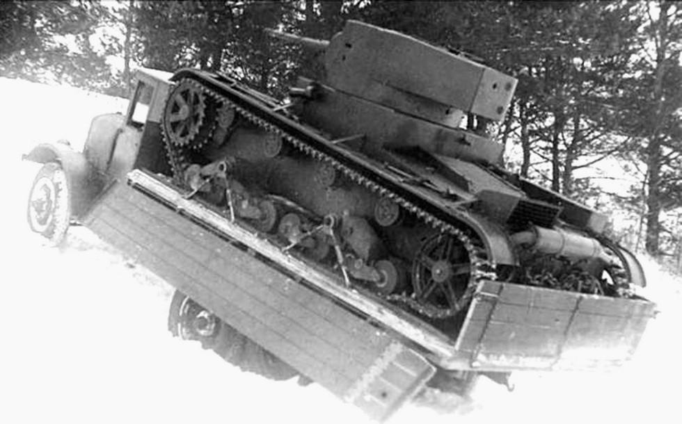 ЯГ-10, приспособленный для перевозки танков Т-26