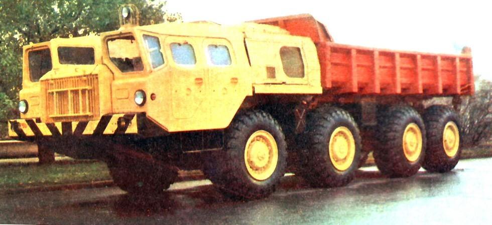 Пробный образец самосвала МАЗ-7510 с задней разгрузкой (из архива Л. Шугурова)