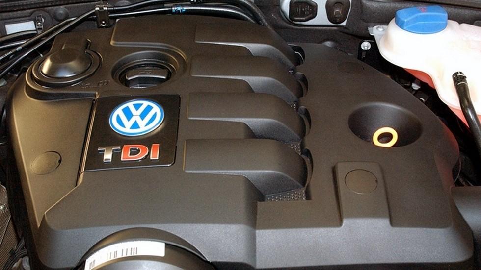 На фото: двигатель Volkswagen Passat TDI Sedan ZA-spec (B5+) '2000–05