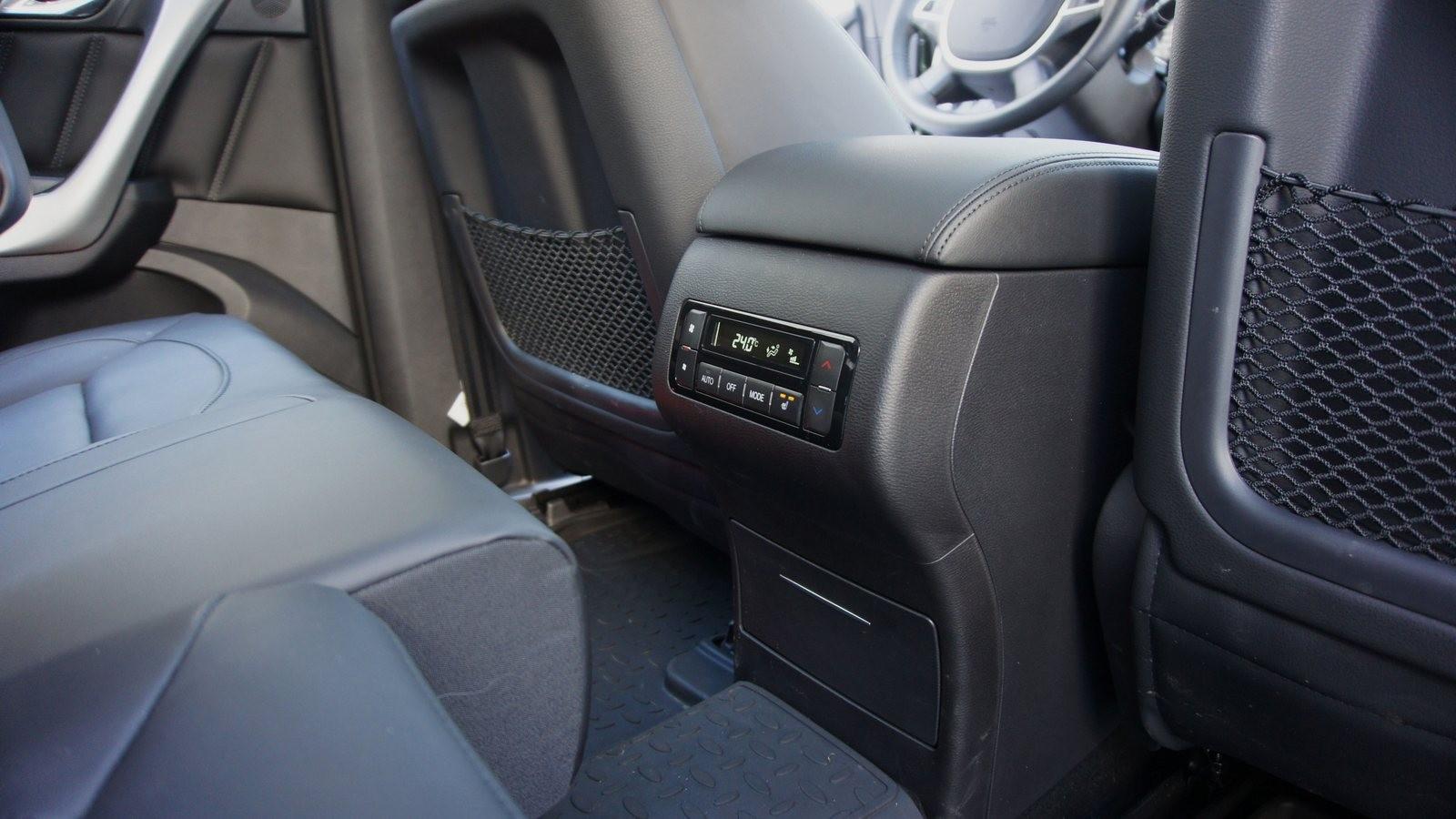 Haval H9 зелёного цвета блок управления климотом для задних пассажиров