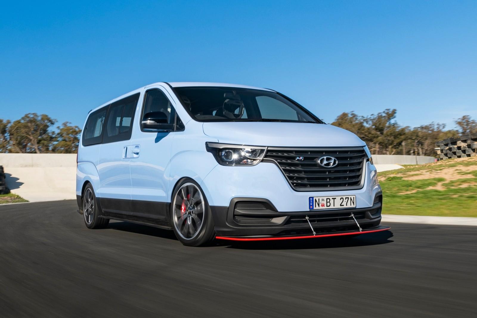 Hyundai хулиганит: минивэн H-1 превратили в мощный 8-местный дрифт-кар