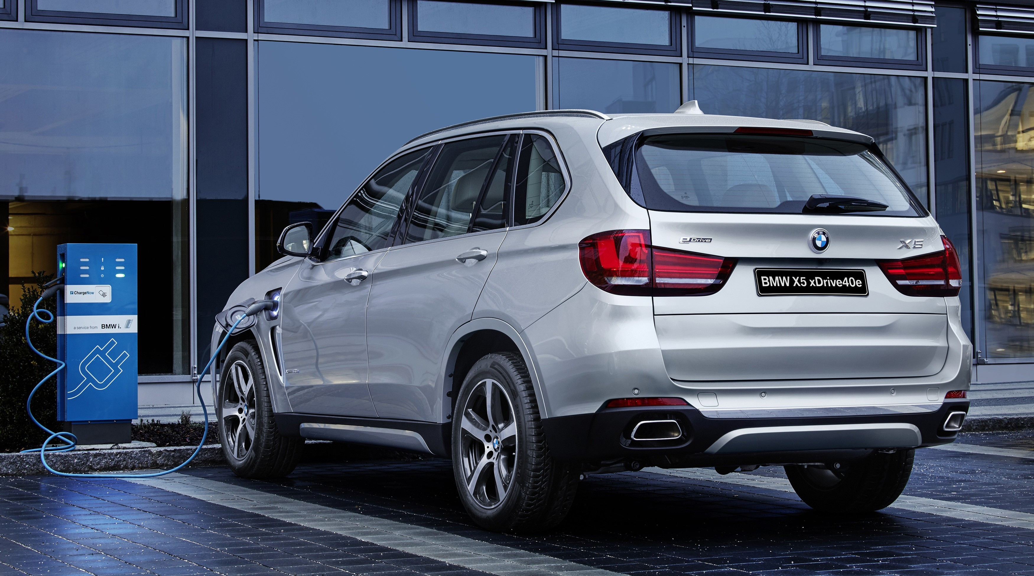 P90220498_highRes_the-new-bmw-x5-xdriv