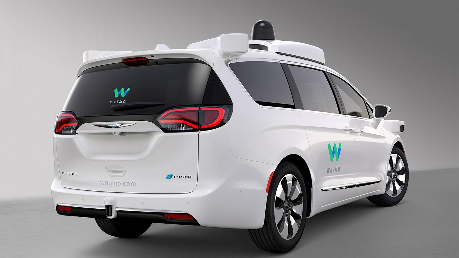 googles-driverless-waymo-based-on-chrysler-pacifica-hybrid (1)