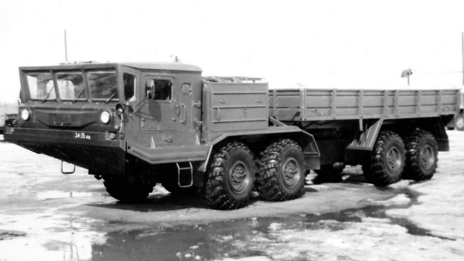 Бортовой 14-тонный БАЗ-69506 с одним 300-сильным дизелем. 1994 год