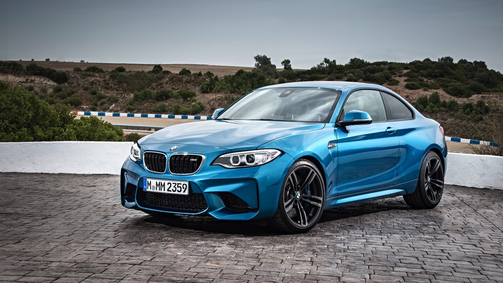 P90199696_highRes_the-new-bmw-m2-coupe