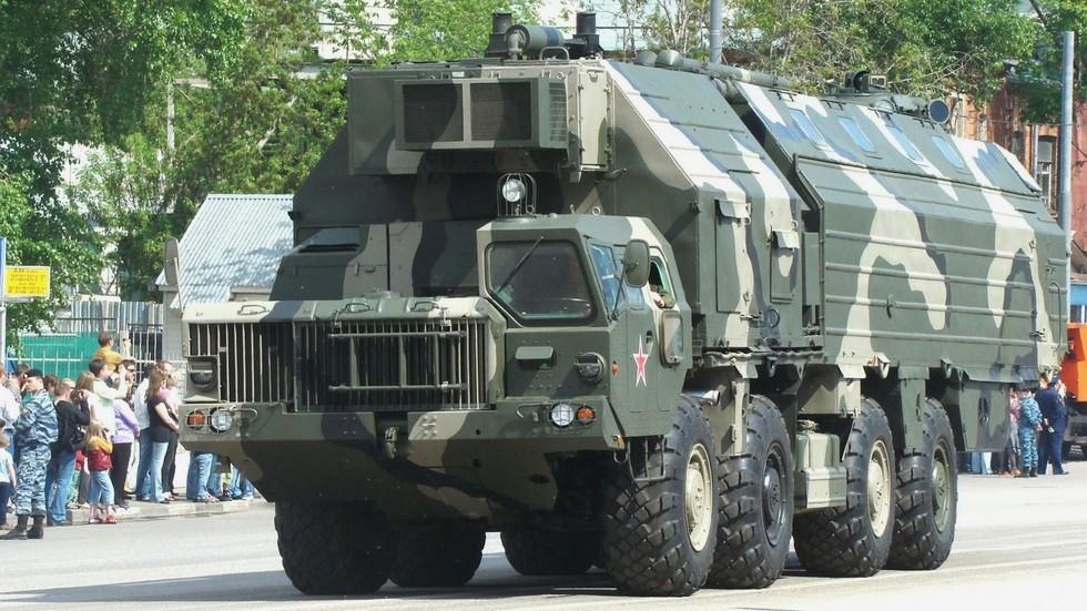 Машина боевого дежурства в обитаемом кузове на шасси МАЗ-543М (фото автора)